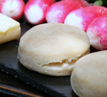 Scones et radis au beurre salé