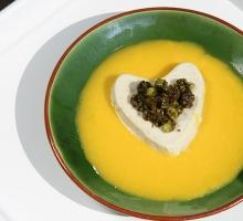 Panna-cotta au thé Matcha et pistaches au caramel au beurre salé
