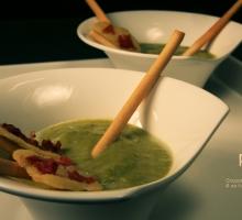 Gaspacho d'asperges et sa tuile au jambon