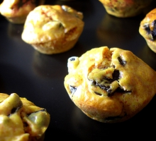 Bouchées aux olives noires et curcuma