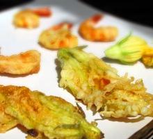 Tempura de fleurs de courgette et de crevettes